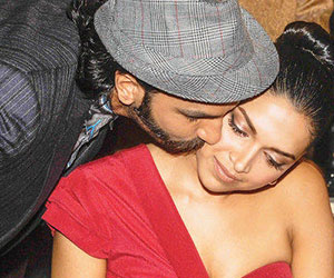 OMG-Ranveer-Kisses-Deepika