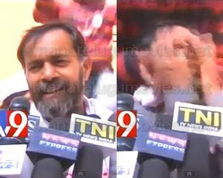AAP leader Yogendra Yadav's face smeared with ink in full public view