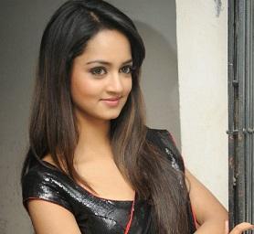 Shanvi latest glam pix in saree;