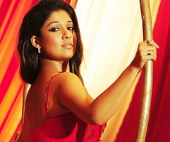 Top Heroine caught romancing in Maldives?
