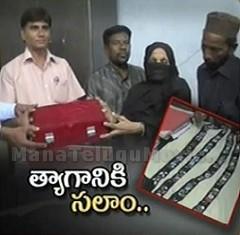 Nizam's heir donates diamond studded cloth to Government