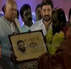 K.J.Yesudas felicitated with Vishwa Vikhyata Gaana Gandharva