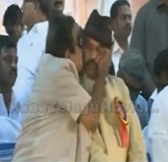 Brahmanandam kissed Mohan Babu on Stage