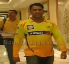 Angry Dhoni leaves hotel to have Hyderabadi Biryani