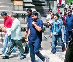 PK enters Temple wearing slippers