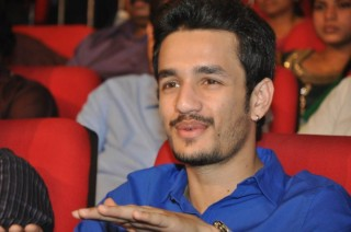 Nagarjuna's dilemma over Akhil's debut director