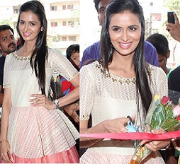 Meenakshi Dixit Launches Yes Mart Photos
