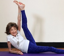 96 Years Old Lady Doing Amazing Yoga Stunts