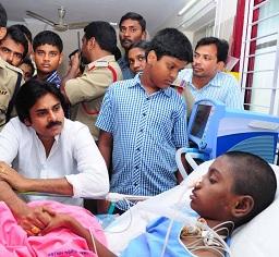 Pawan Kalyan Meets Srijaa at Khammam Photos