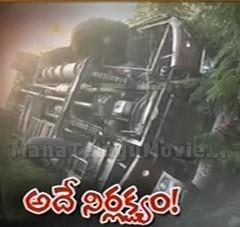 Speedy Private bus overturns in Medak,10 injured