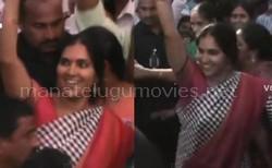 Telangana Deputy Speaker Padma Devender Reddy teenmaar dance