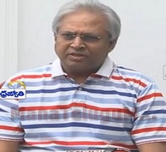 Venkaiah Naidu should Pressure centre over Special Status to AP : Undavalli Aruna Kumar