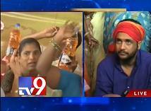 Women with petrol bottles support Shivaji's hunger strike
