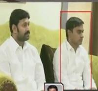 YCP Mithun Reddy ,Chevi Reddy attacks on Air India Manager Rajashekar