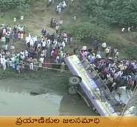 39 killed as bus plunges into lake in Gujarat