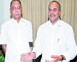 Now, KVP Fights For YSR's Photo