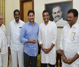 Son 'Ditches' Dad, Joins Jagan's Party
