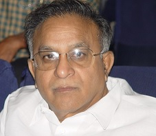 Jaipal Reddy's Love Towards TDP Shocks Congressmen