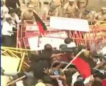 Jallikattu : DMK workers siege Egmore Railway Station