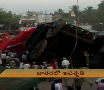 Collapse of Rath at Karnataka Jatara injures 30