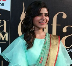 Samantha Collects Award From Baabai