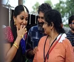 Funny Moment: Anushka Comes Out Of Devasena