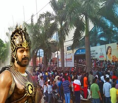 3km long queue in City for Baahubali Tickets