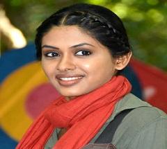 Anjali Signs Rajini's Kaala