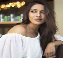 Suchi Leaks : Actress Nivetha Pethuraj Video Leaked
