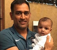 Dhoni's pic with Pak Captain's son goes viral