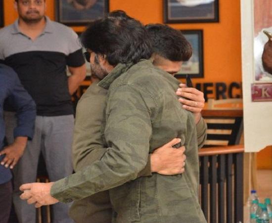 Emotional Pics: Bunny Hugs Pawan