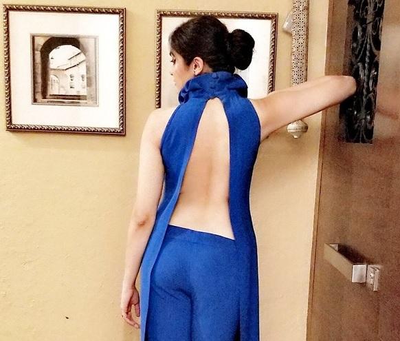 Photo : Sharma Flaunts Her Sexy Back