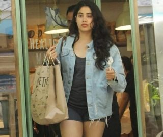 Pic Talk : Jhanvi Kapoor Slays It In A Sexy Outfit