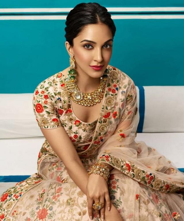 Gorgeous Kiara Advani poses for Wedding Asia