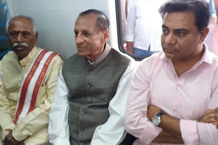 No Modi Photo In Hyd Metro Rail, Dattanna Boycotted