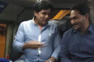 Comedian Ali's Airport Meeting With YS Jagan