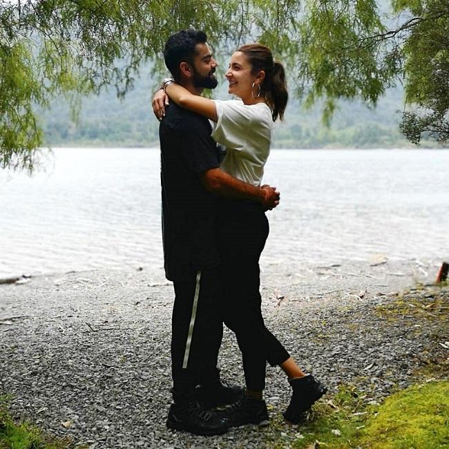 Virat-Anushka look blissful in love