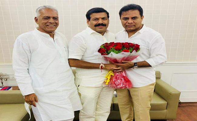 One more MLA quits Cong to join TRS