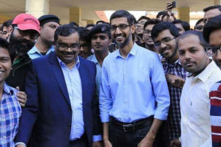 Viral Pic Of Google CEO on Polling day is Not True!