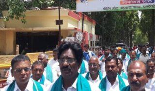 Modi Sena obstructs Telangana farmers in Varanasi