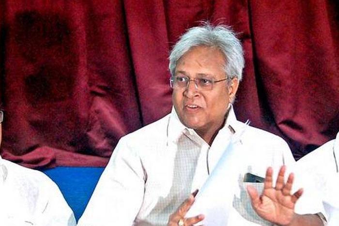 Undavalli Fires On Jagan Govt