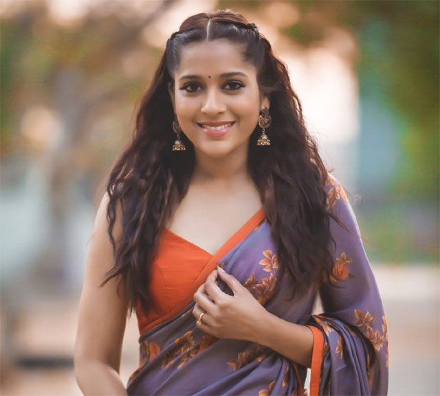 Anchor Rashmi Gathers Support For Her Comments On Rape!
