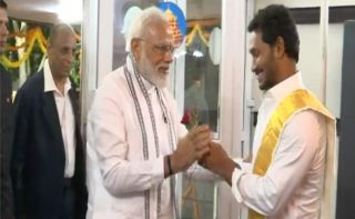Modi holds an exclusive meet with Jagan