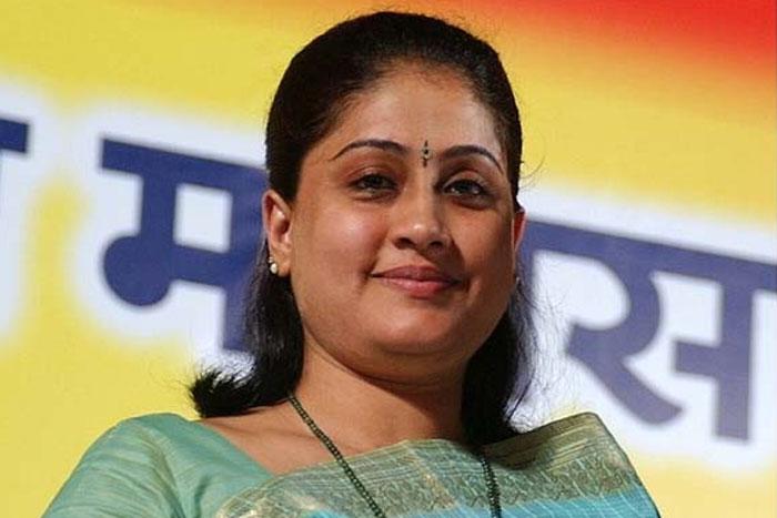 Vijayashanti hints at leaving Congress
