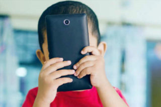 3-yr kid addicted to mobile, gets counselling