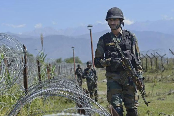 Indian Army hits Pak army posts