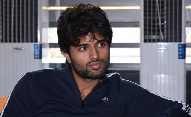 Vijay Deverakonda to Appear as Sobhan Babu?