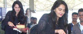 Exclusive Pics: Anushka cutting a cake in airport