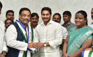 Shock to Naidu: SC leader defects to YSRC!