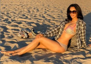 pHOTo Alert: Mallika Sizzles In A Bikini